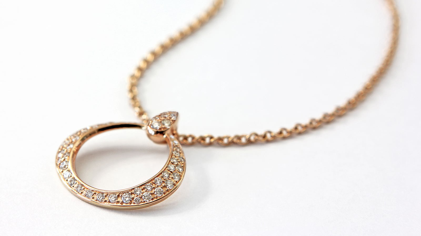 OMEGA DEWDROP: A DELICATE AND FEMININE COLLECTION